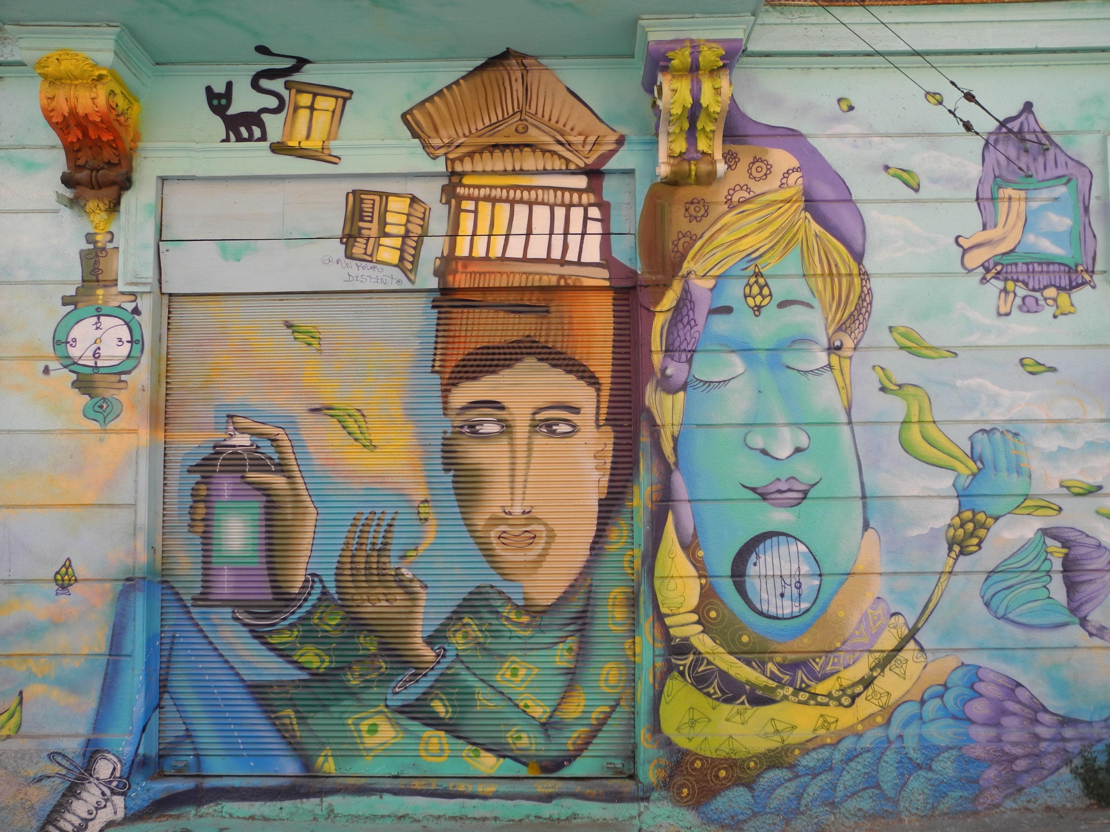 Dans les collines colorées de Valparaiso